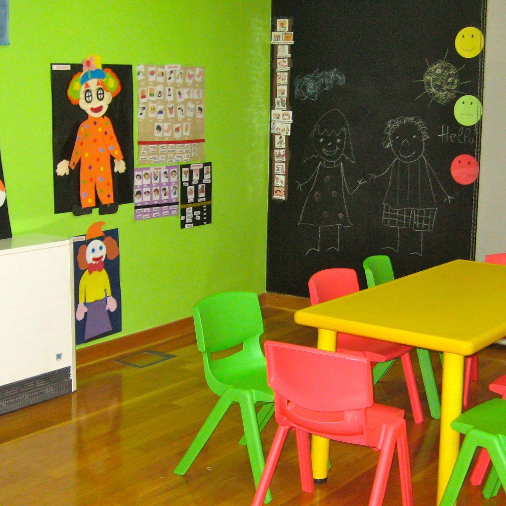 Aula de peques en el centro de Área Central de A casa das linguas