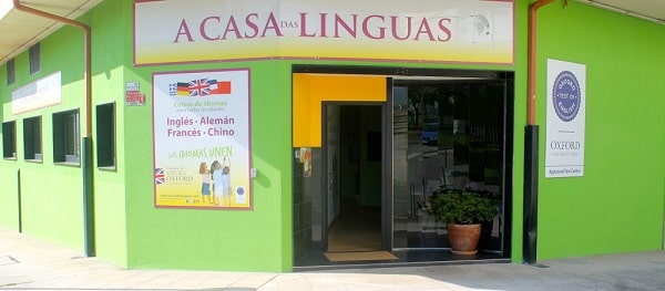 Vista desde afuera A casa das linguas en Conxo