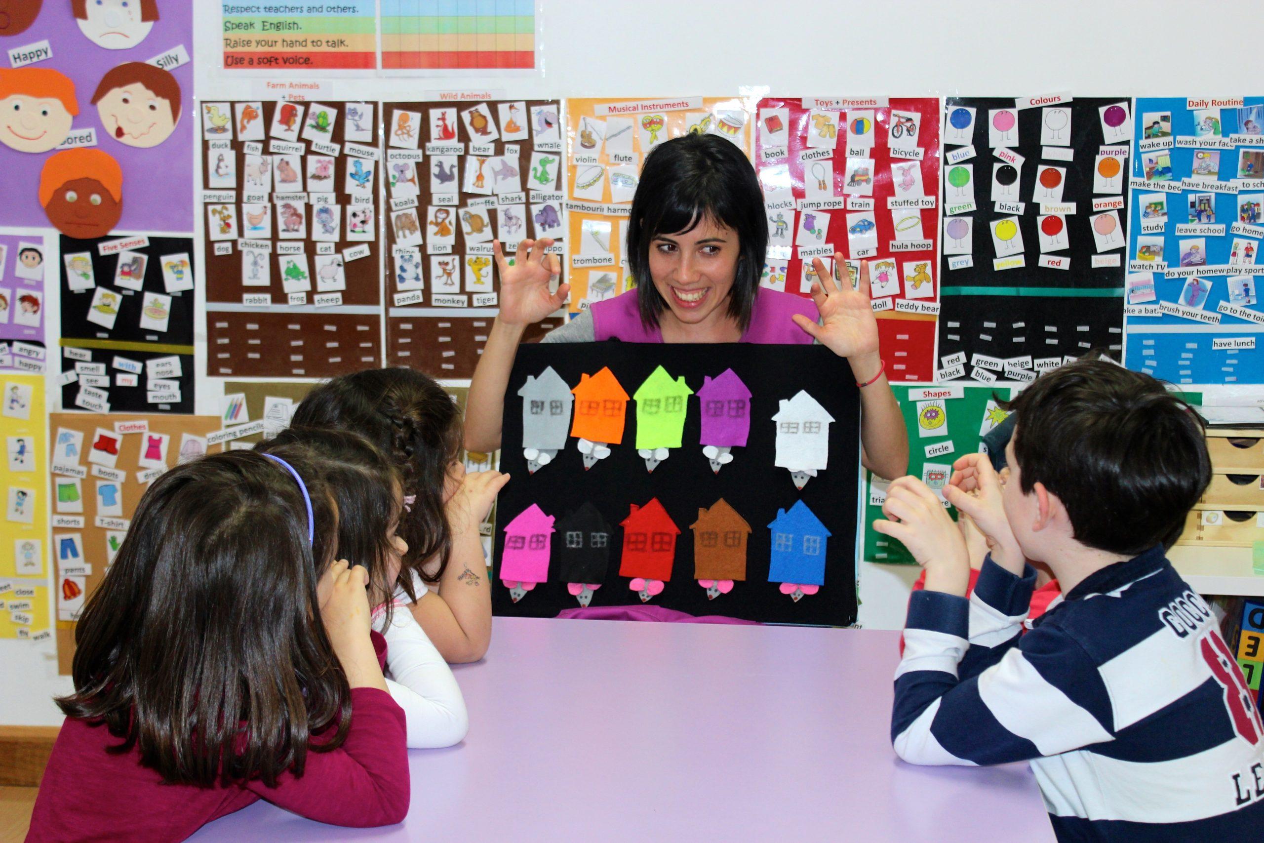 Ensenando inglés para niños usando fieltro